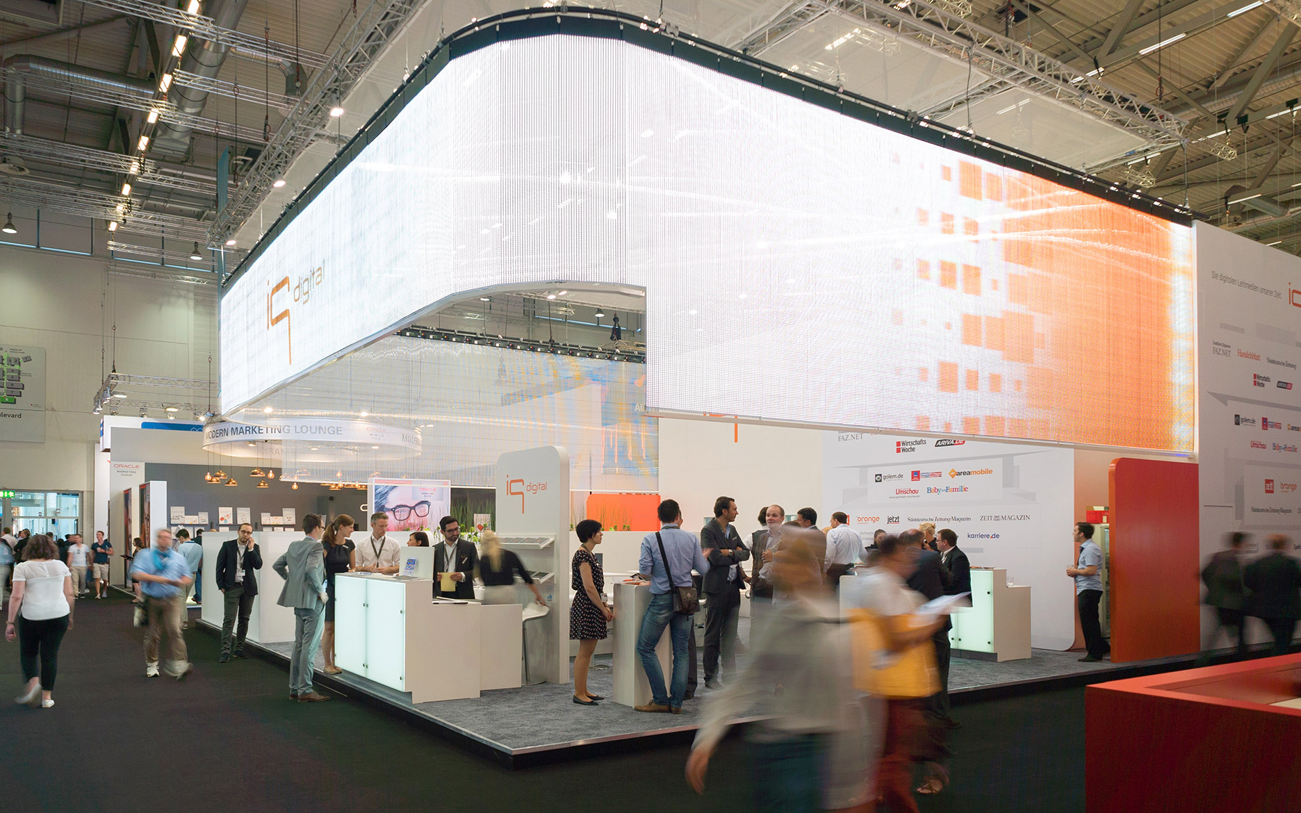 tennagels iq media dmexco 2016, transparenter LED Vorhang curveLED P15.6